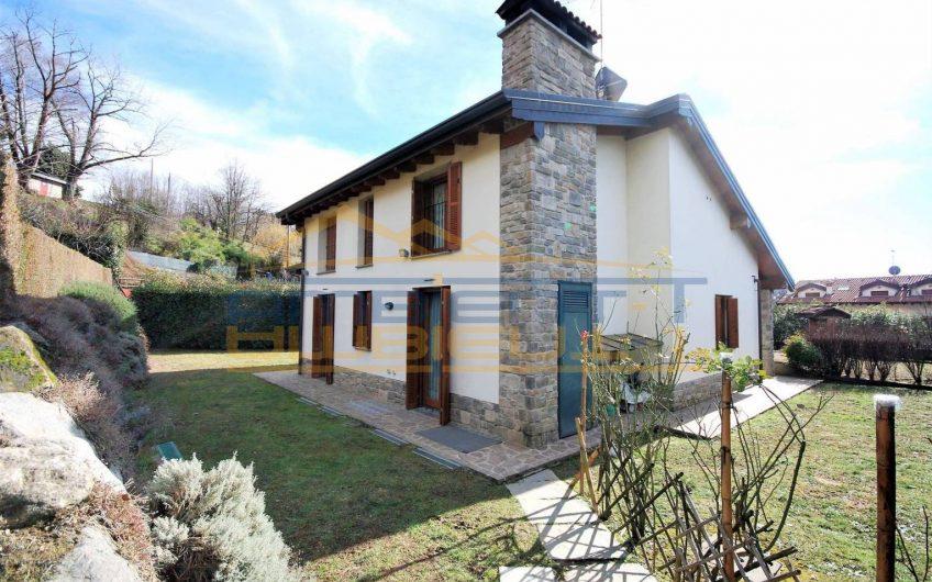 Villa singola di recente costruzione con ampio giardino