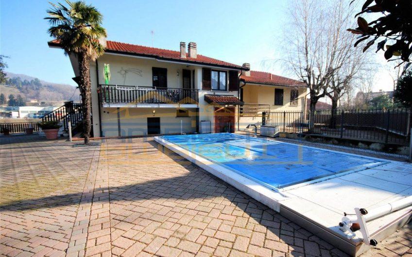 Villa Bifamiliare con piscina e ampi spazi esterni
